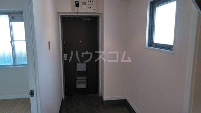 山嵜ビル 205号室の玄関