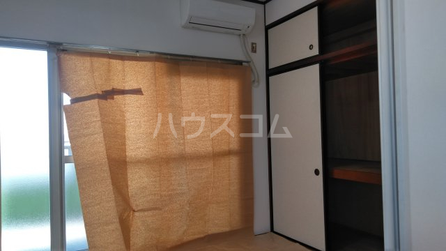 山嵜ビル 205号室の居室