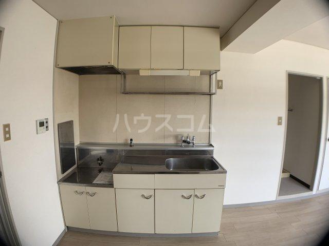 山嵜ビル 401号室のキッチン