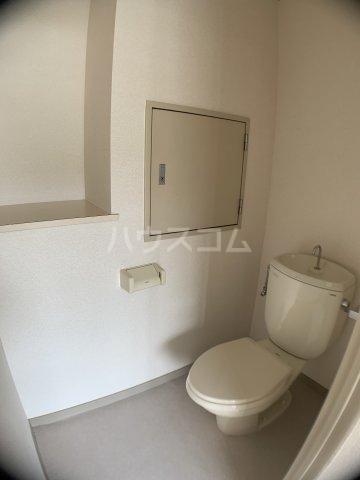 山嵜ビル 401号室のトイレ