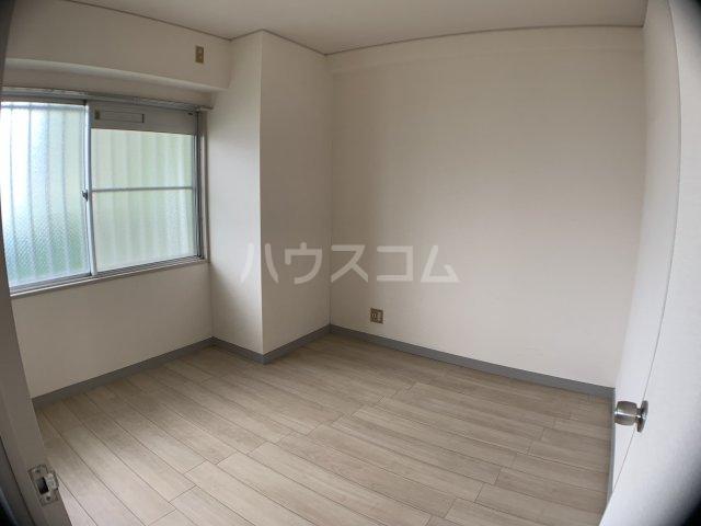 山嵜ビル 401号室の居室