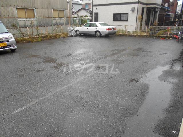 プレズ名古屋入場 403号室の駐車場