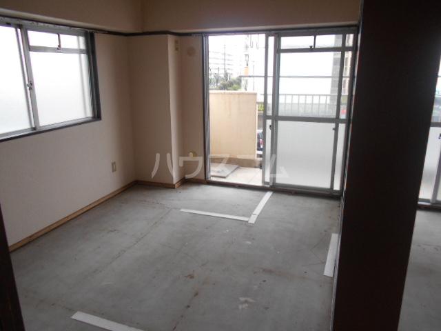 プレズ名古屋入場 403号室のリビング