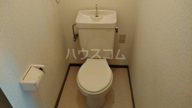 ライフステージ川間 306号室のトイレ