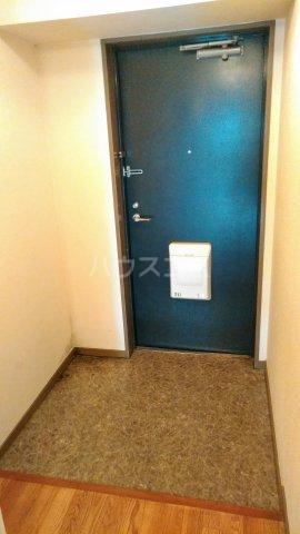 ライフステージ川間 306号室の玄関
