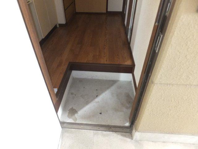第5ラインビル 306号室の玄関