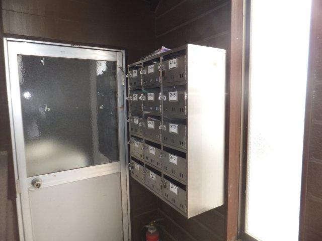 第5ラインビル 306号室のエントランス