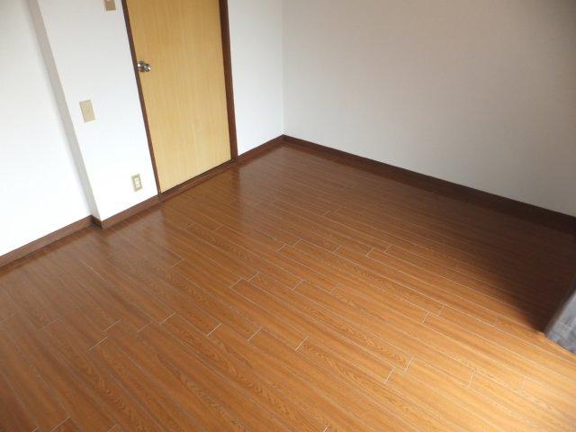 第5ラインビル 306号室のリビング