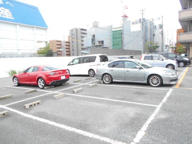 レジディア日比野 808号室の駐車場