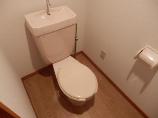 クレヴィア甚目寺 702号室のトイレ