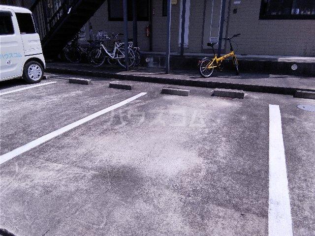 ハイツジュネス 102号室の駐車場