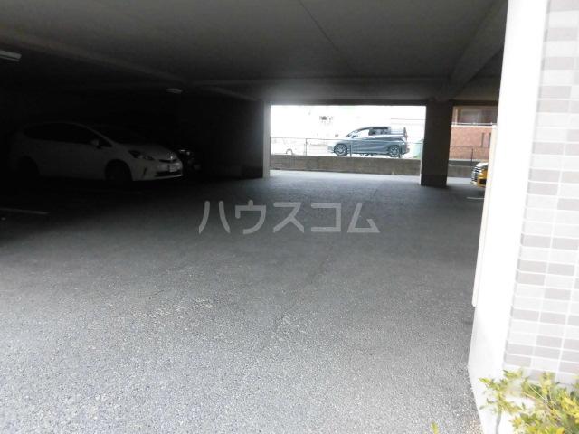 クオーレ 202号室の駐車場