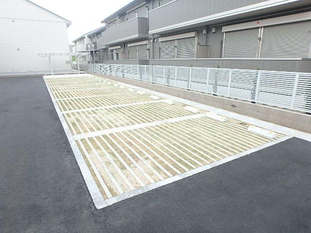レクシオン横井 103号室の駐車場