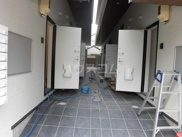 コスモハイツ高畑 102号室のエントランス