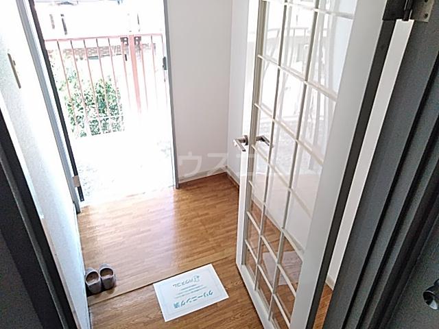ジョイフル足立 202号室の玄関