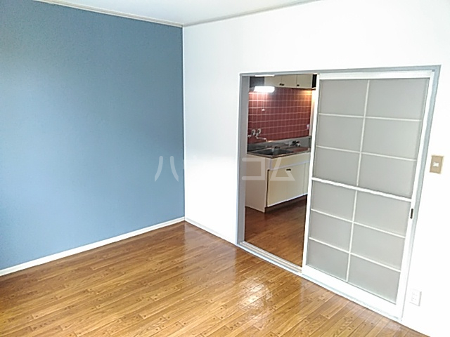ジョイフル足立 202号室の居室