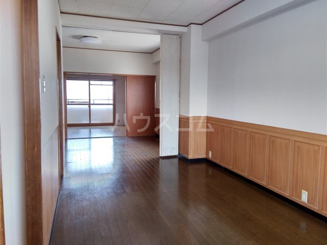 ガウディ割塚 153号室のリビング