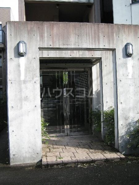 ビューラー樋田 102号室のエントランス