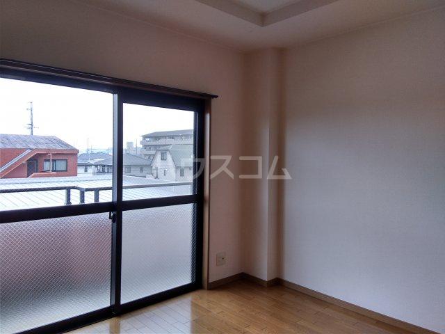 サンシャイン松河 302号室の居室
