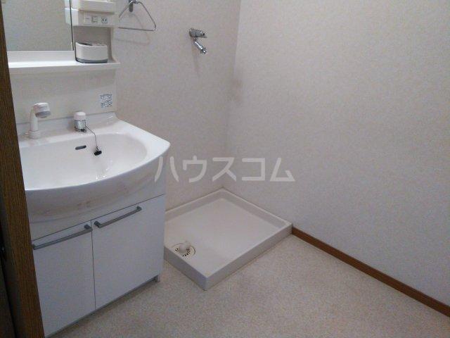 サンシャイン松河 302号室の洗面所