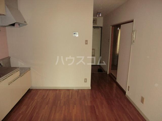 クラウンハイツ 301号室のリビング