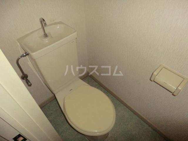 クラウンハイツ 301号室のトイレ