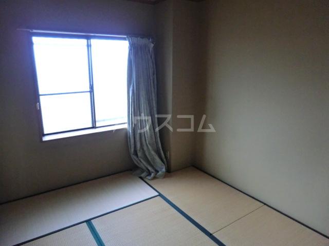 クラウンハイツ 301号室のベッドルーム