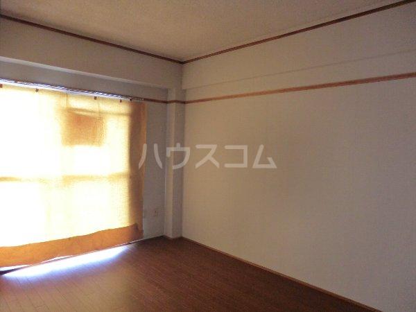 コーポ松栄 201号室のリビング