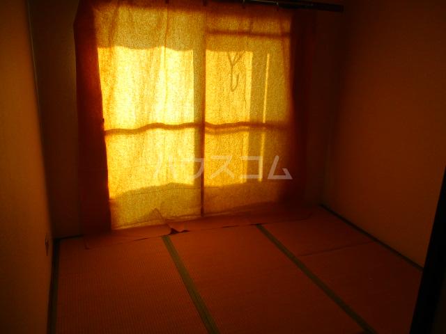 コーポ比叡 201号室の居室