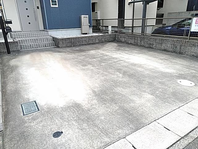 プライムアセット朝宮の駐車場