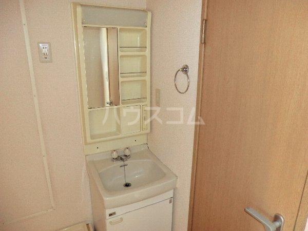 フォレスト 102号室の洗面所