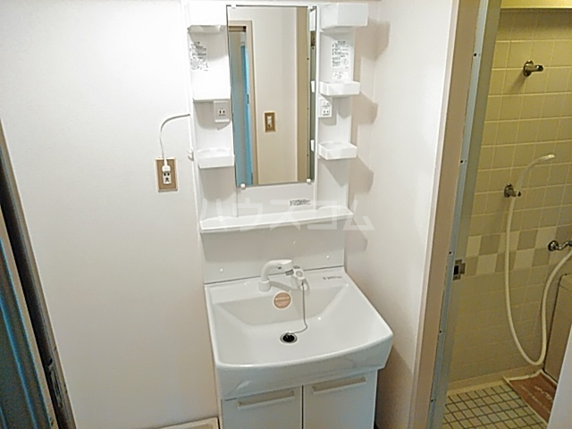 ロイヤルハウス喜多山 202号室の洗面所