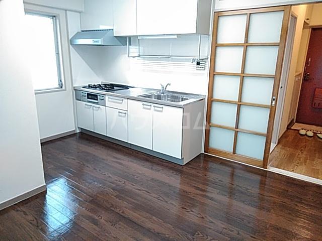 ロイヤルハウス喜多山 202号室のリビング