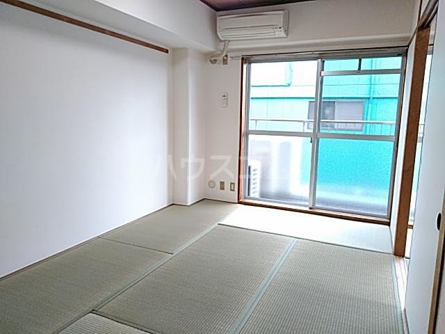 ロイヤルハウス喜多山 202号室の居室