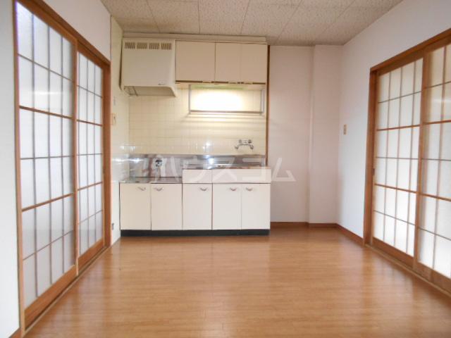 第1サンハイツ戸崎 203号室のリビング