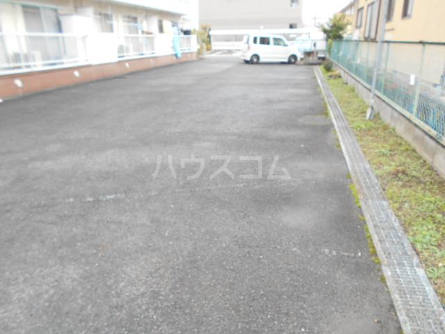 第1サンハイツ戸崎 203号室の駐車場
