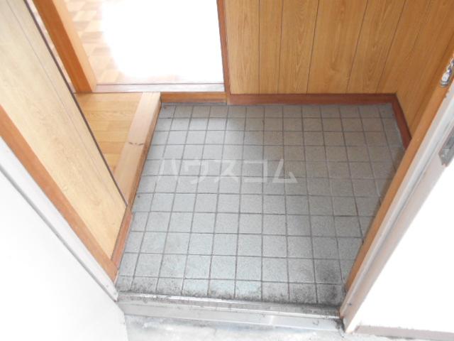 第1サンハイツ戸崎 205号室の玄関