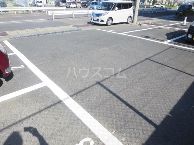 カーサ薬師寺 6D号室の駐車場