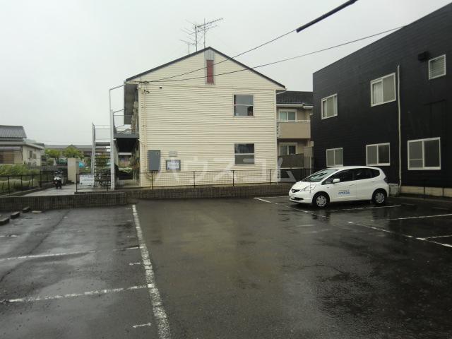 ルミエール野村 103号室の駐車場