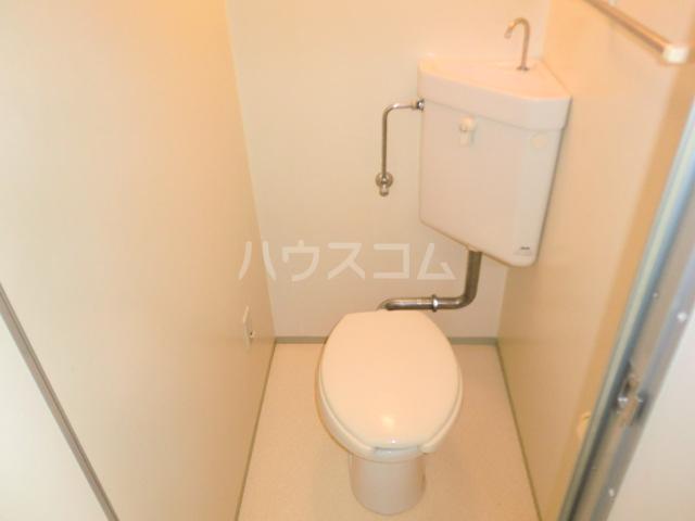 ルミエール野村 205号室のトイレ