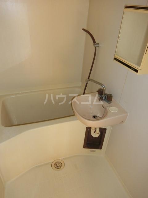 ホワイトハウス セブン B201号室の風呂