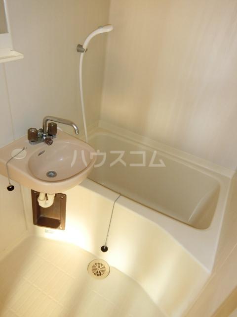 ホワイトハウス セブン B202号室の風呂