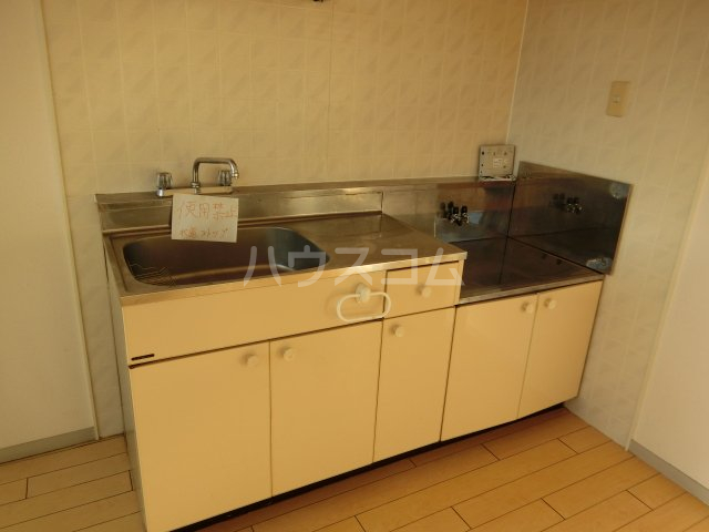 ホワイトハウス セブン B202号室のキッチン