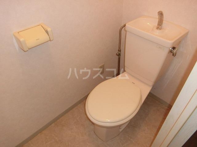 ベルセジュール B-201号室のトイレ