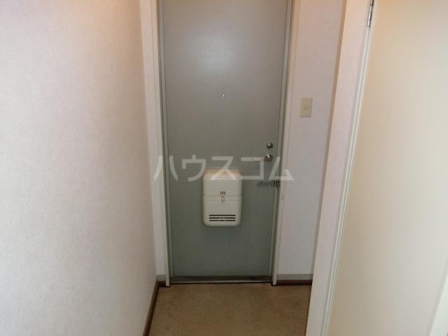 ベルセジュール B-201号室の玄関