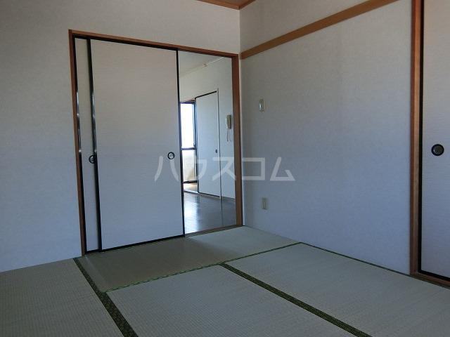 ベルセジュール B-201号室の居室