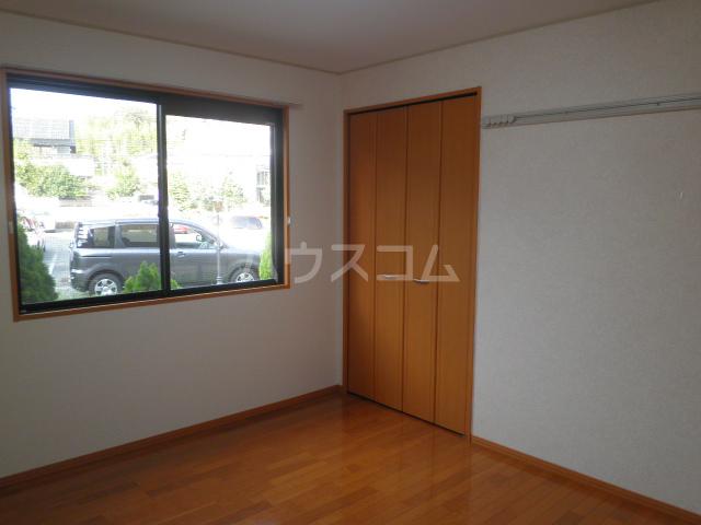 大和の里C 202号室の居室