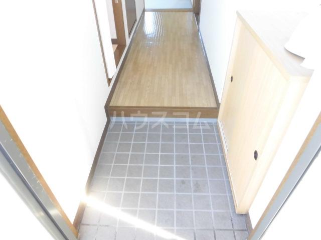ハッピネス 305号室の玄関
