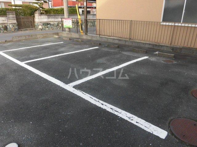 アスターB 103号室の駐車場