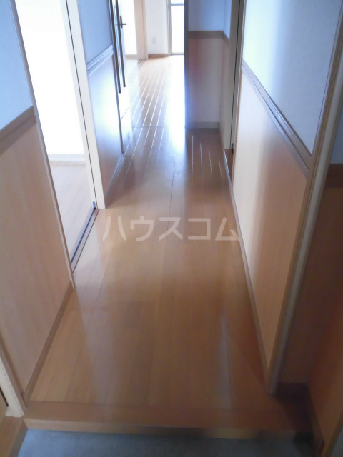 Eterno 201号室の玄関